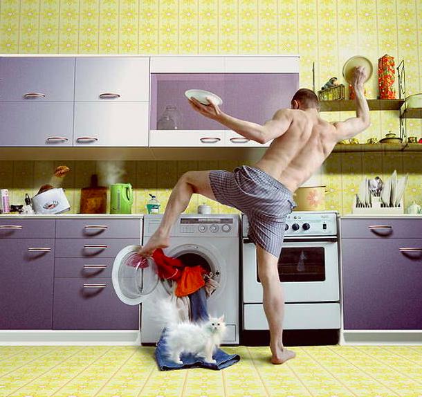 Uomini che puliscono casa